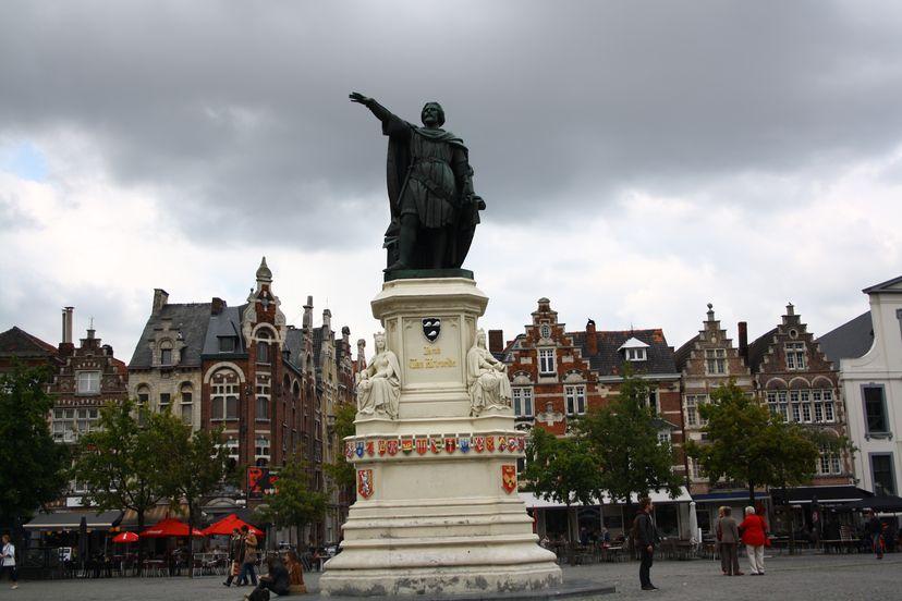 Gent Statue