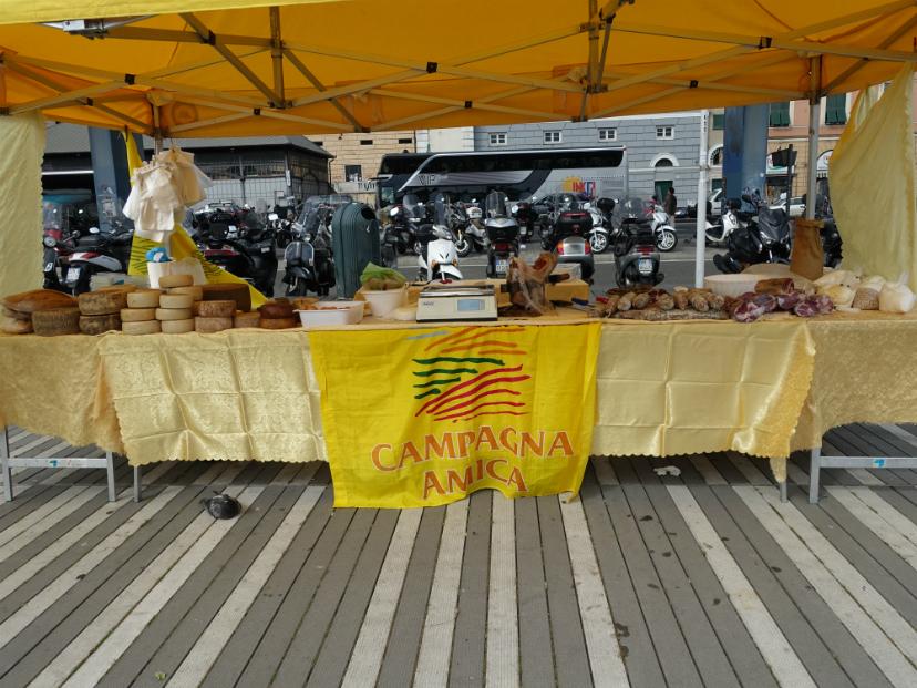 палатка с сырами Генуя