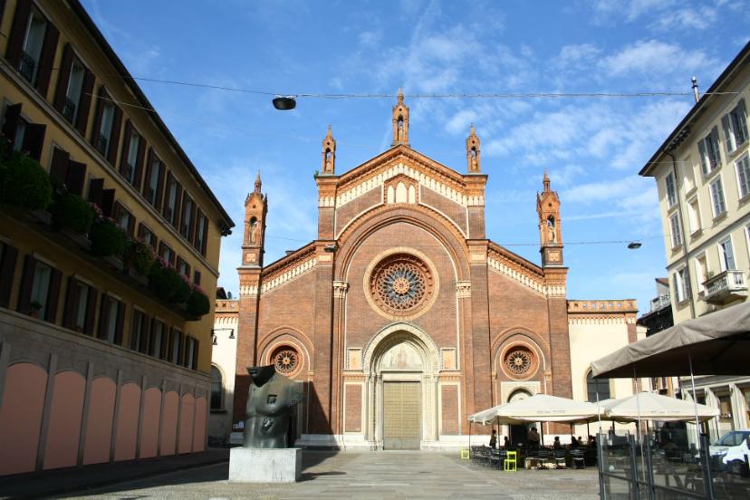 старая церковь Милан
