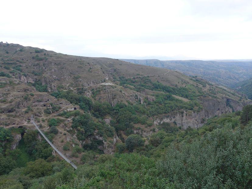Хндзореск пещерный город