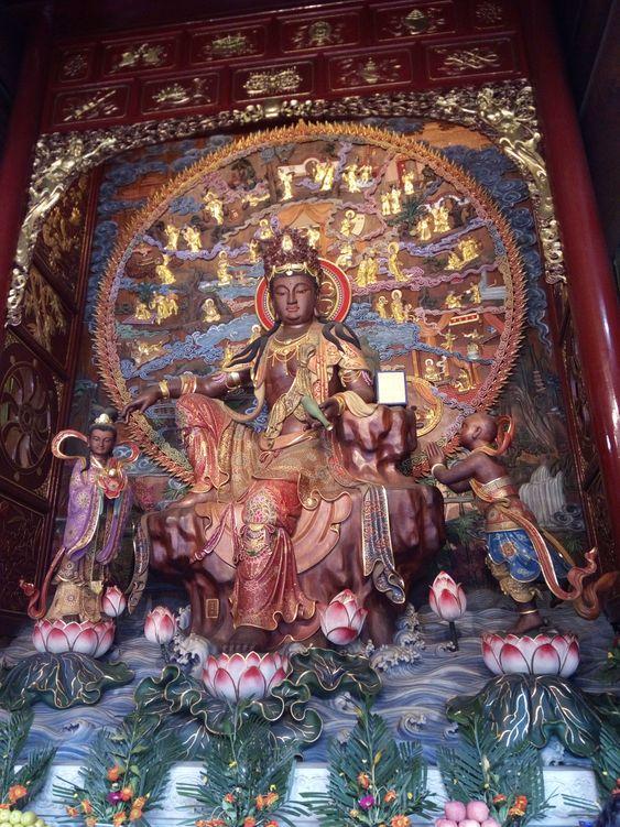 храм в Лэшань Китай