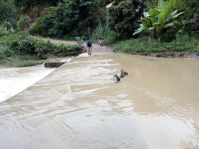 река в Лаосе