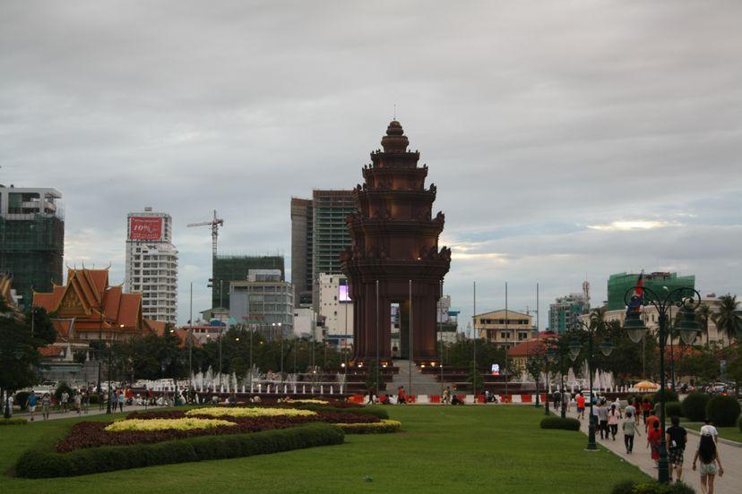 момумент независимости Пномпеня