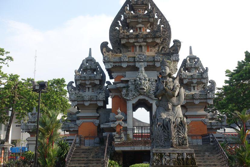 храм в стиле Бали