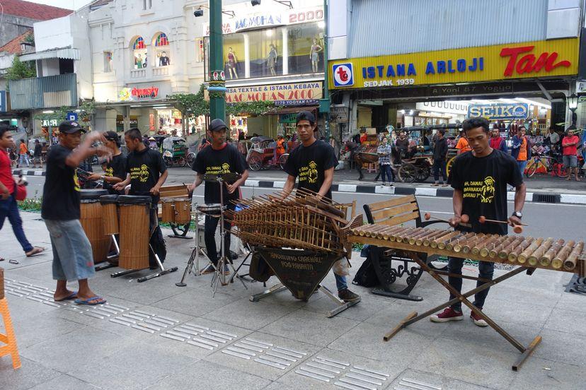 уличные музыканты в Джокьякарте