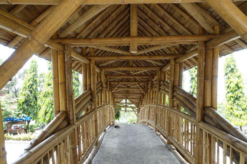 деревянный мост через реку Соло