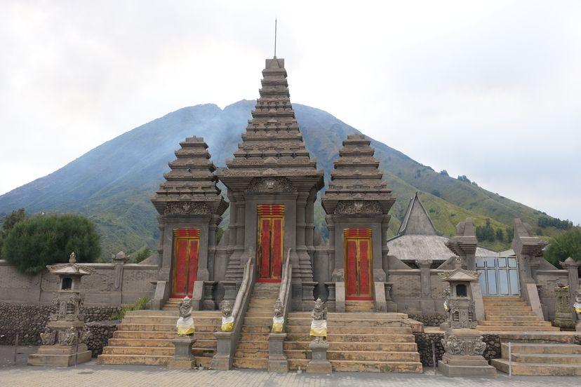 индийский храм на бромо