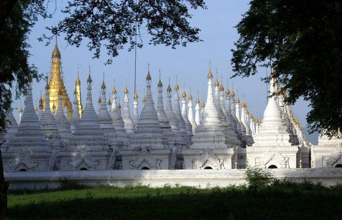 белые ступы Мандалай