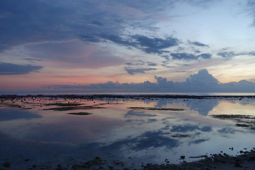 закат на острове Гили Траванган