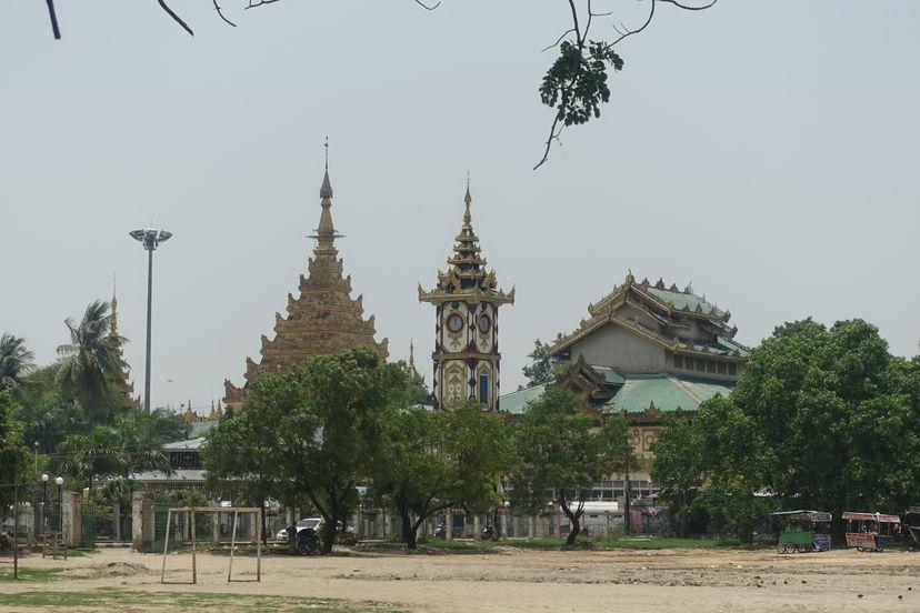 храм Махьямуни с золотым Буддой