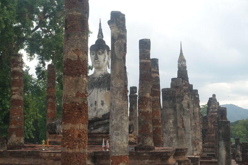 сидячий Будда в Сукхотай