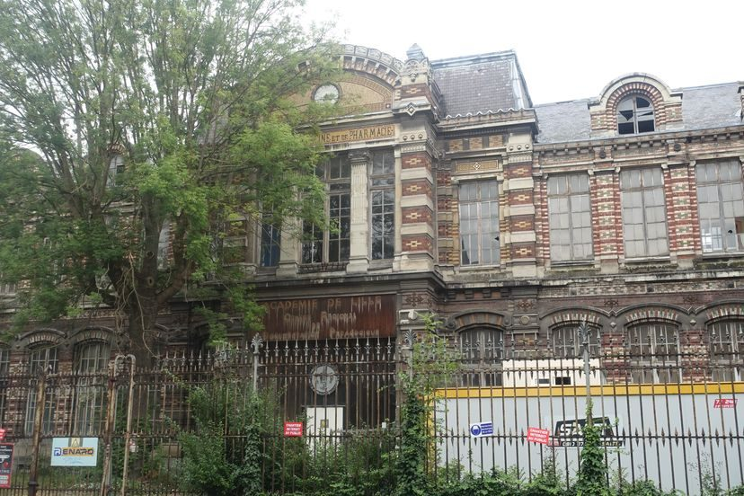 старое здание в Лилле