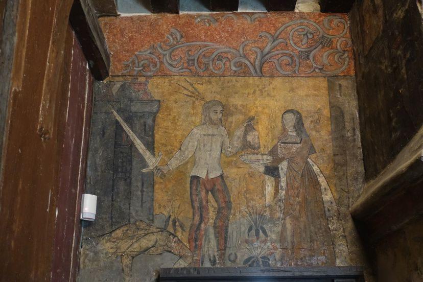 старая картина на стене замка