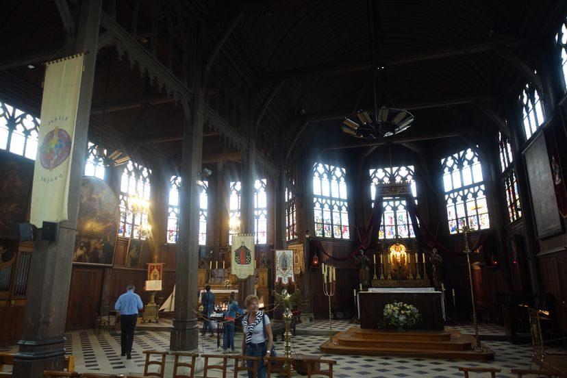 церковь в Онфлер внутри