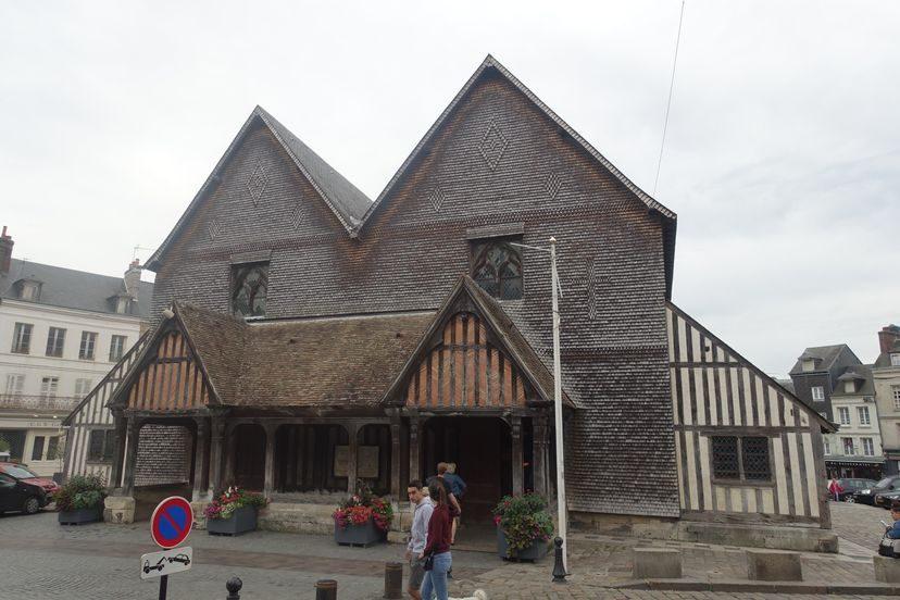 вход в церковь в Онфлер