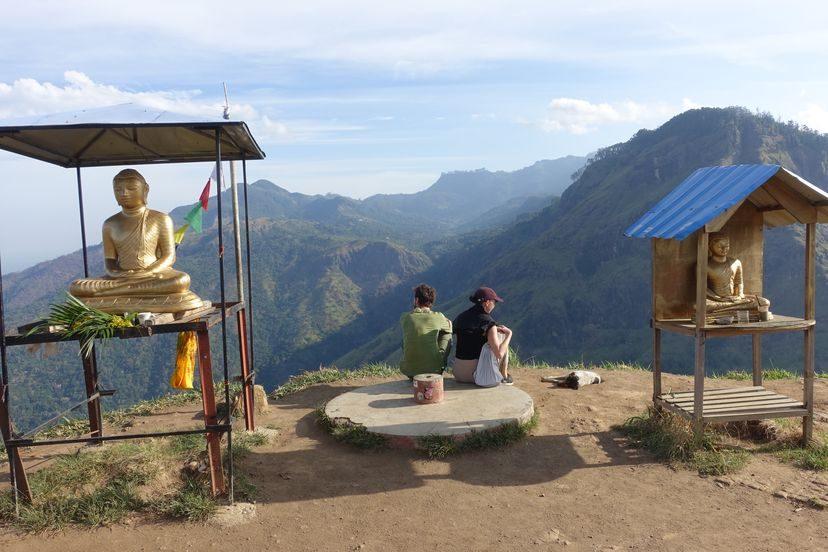на вершине Малого Пика Адама на Шри-Ланке