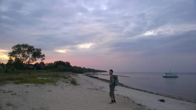 заката на пляже Юрмалы