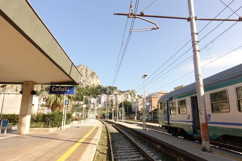 поезд на Сицилии