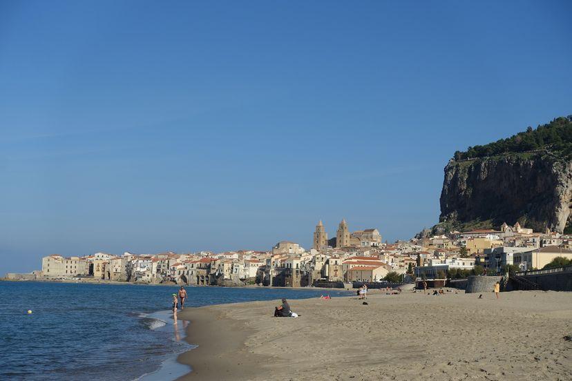 Чефалу - пляж Сицилия