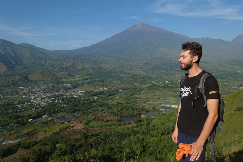 Вулкан Ринджани на Ломбоке, Малые Зондские острова, Индонезия