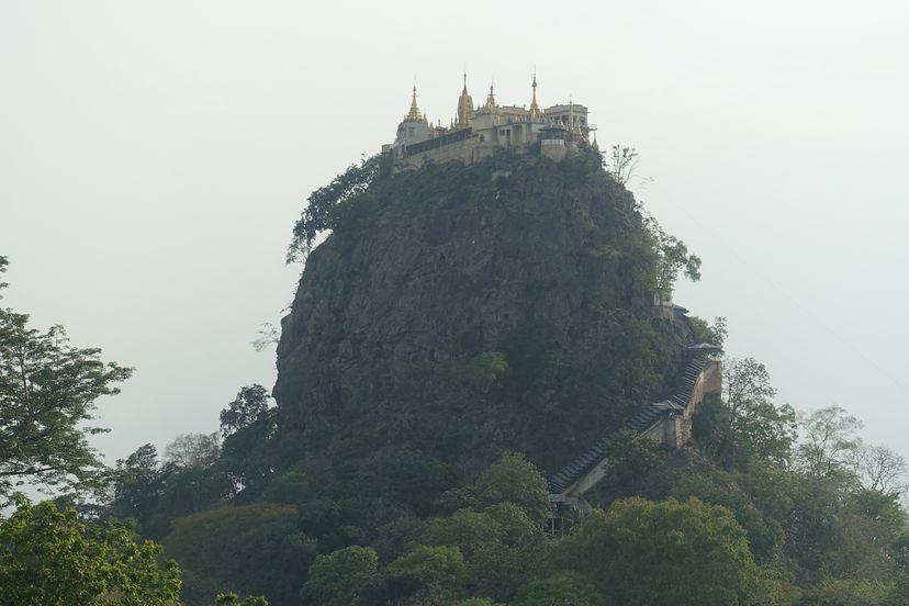 Гора Попа (Поупа) и монастырь Таунг Калат, Мьянма