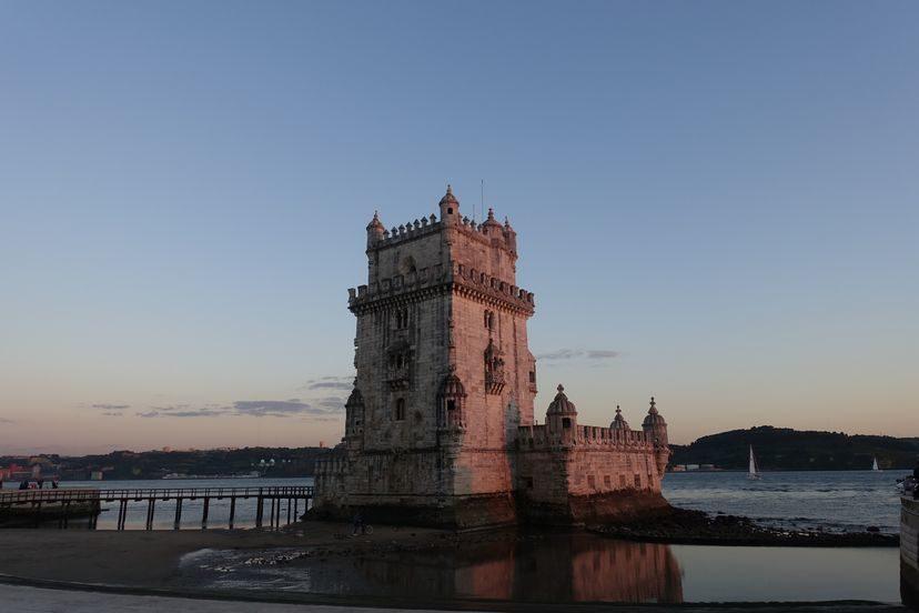 Белен башня в лучах заходящего солнца