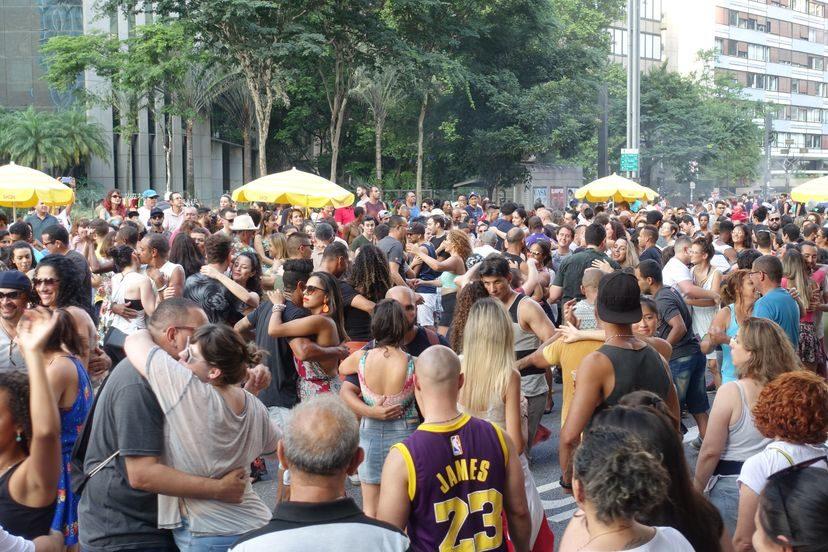 городские танцы на улице в Сан-Паулу