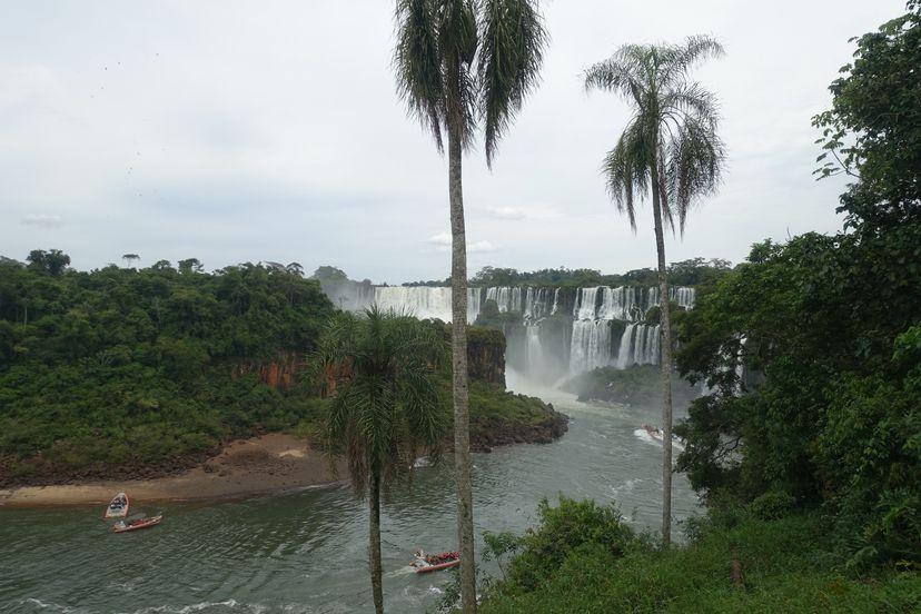 обзорная площадка с видом на водопады в Аргентине