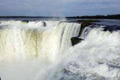 Глотка Дьявола - водопад Игуасу в Аргентине.