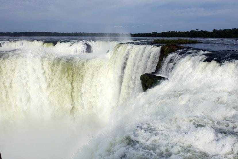 Глотка Дьявола - главный водопад Игуасу в Аргентине